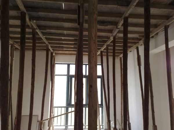 建筑模板的拆除时间